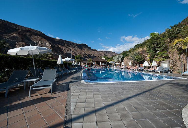 Paradise Costa Taurito - lehátka pri bazéne