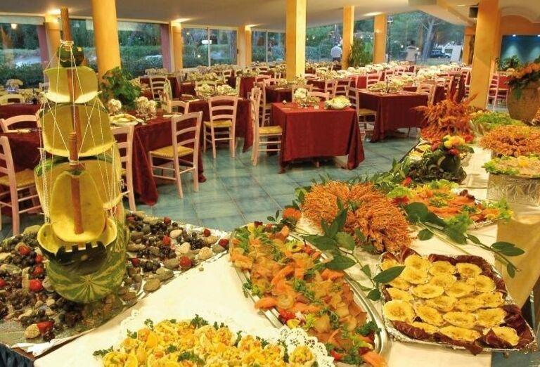 bufet v hoteli Li Cupulatti