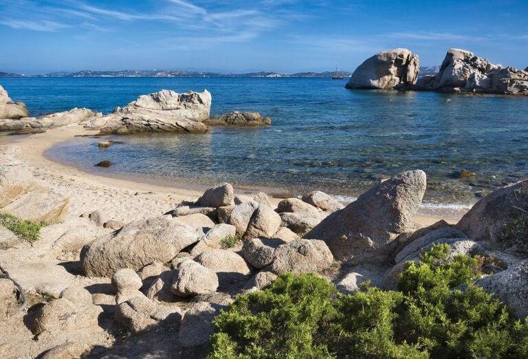 hotelová pláž v Club Hotel Baja Sardinia, Sardínia, Taliansko