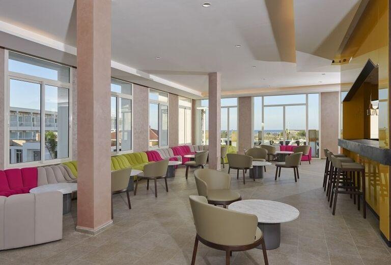 Lobby bar v Melia Beach hoteli