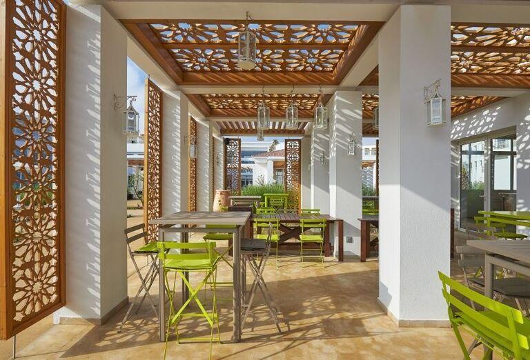 Le Maris snack bar v Melia Beach