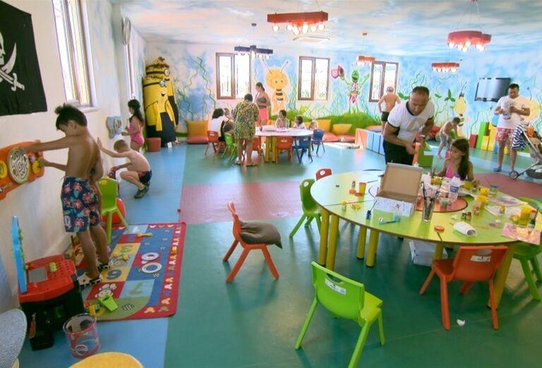 Deti sa hrajú v kútiku hotela Adalya Elite Lara