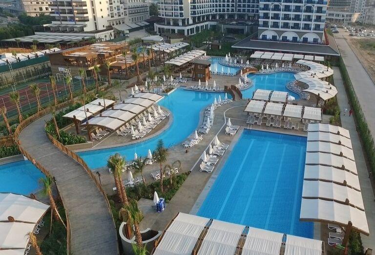Vonkajšie bazény v hoteli Adalya Elite Lara