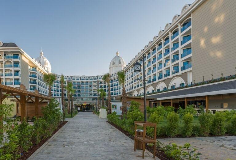 Pohľad na hotel Adalya Elite Lara