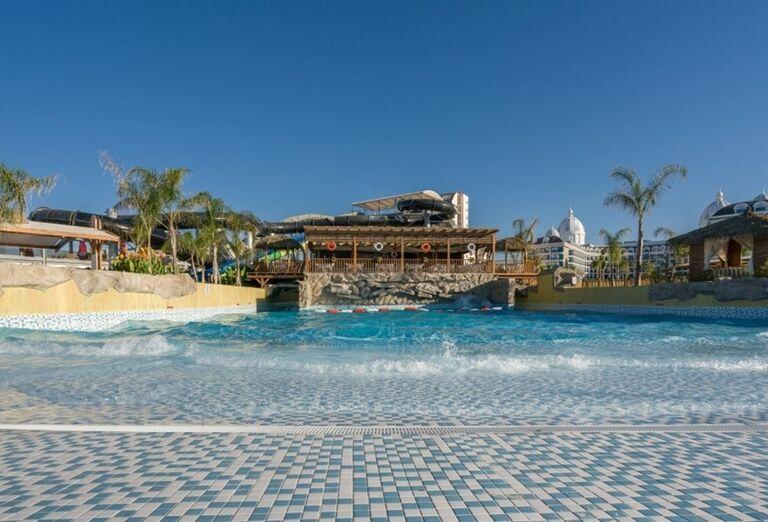Bazén s vlnami v hoteli Adalya Elite Lara