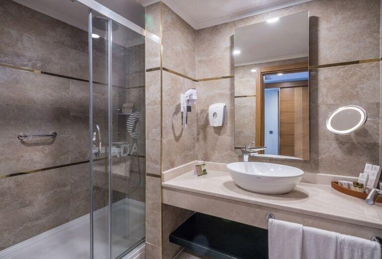 Kúpeľňa v izbe hotela Adalya Elite Lara