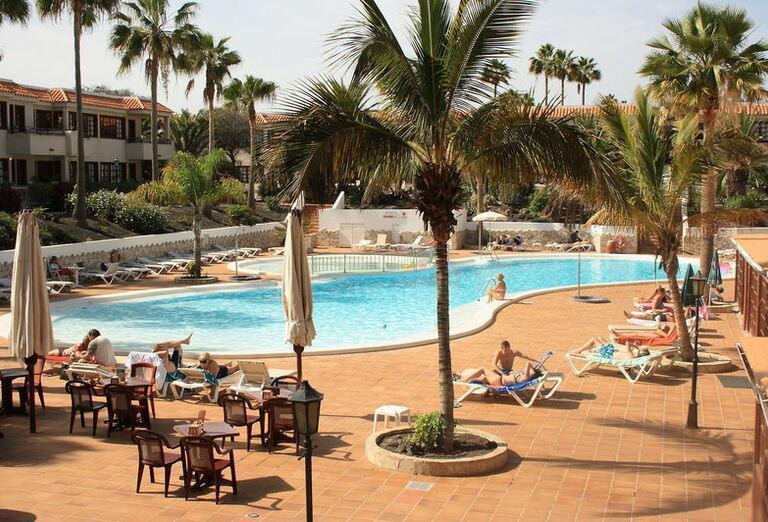 Fuentepark - lehátka pri bazéne