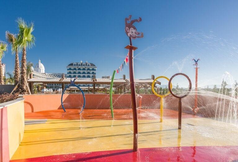 Zábavné ihrisko s fontánami pre deti v hoteli Adalya Elite Lara