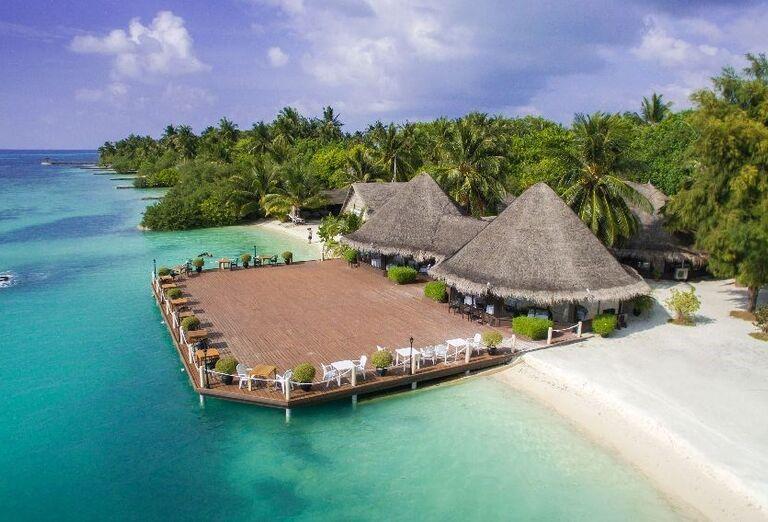 Piesková pláž pred hotelom Adaaran Select Hudhuranfushi