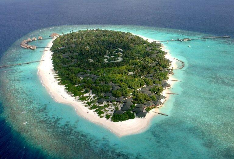 Ostrov s hotelom Adaaran Select Meedhupparu