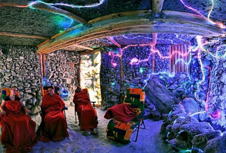 Ženy v soľnej jaskyni