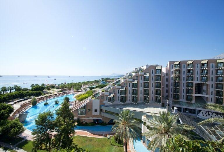 Časť hotela Limak Limra s výhľadom na more