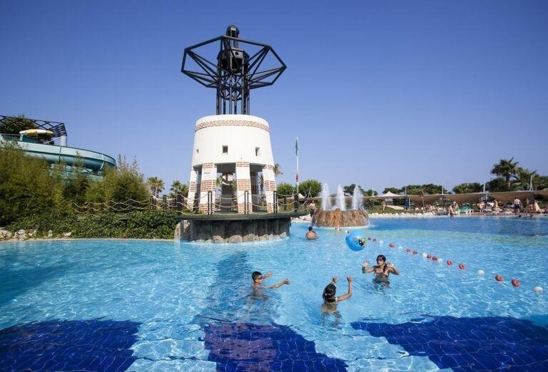 Bazén hotela Limak Limra