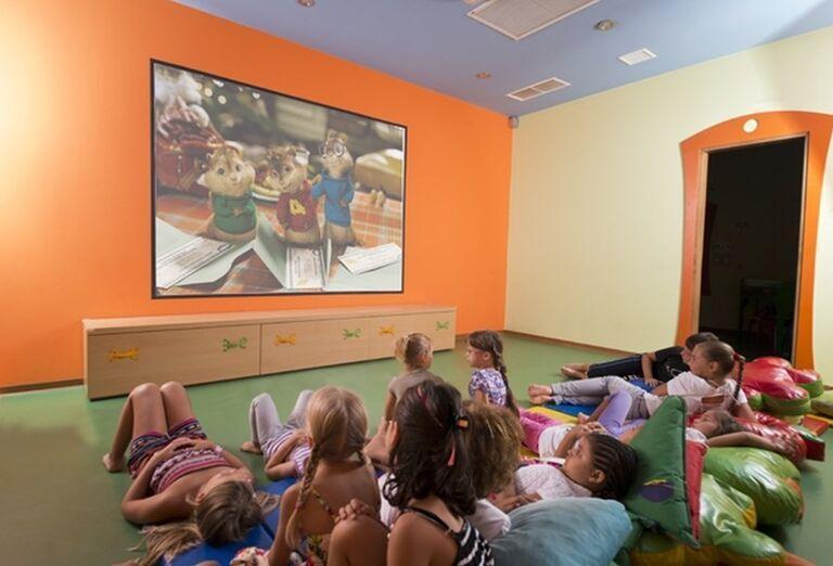 Deti pozerajúce rozprávky