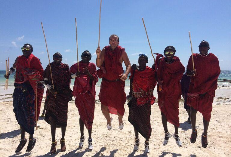 Tradičný tanec masajov na zANZIBARE