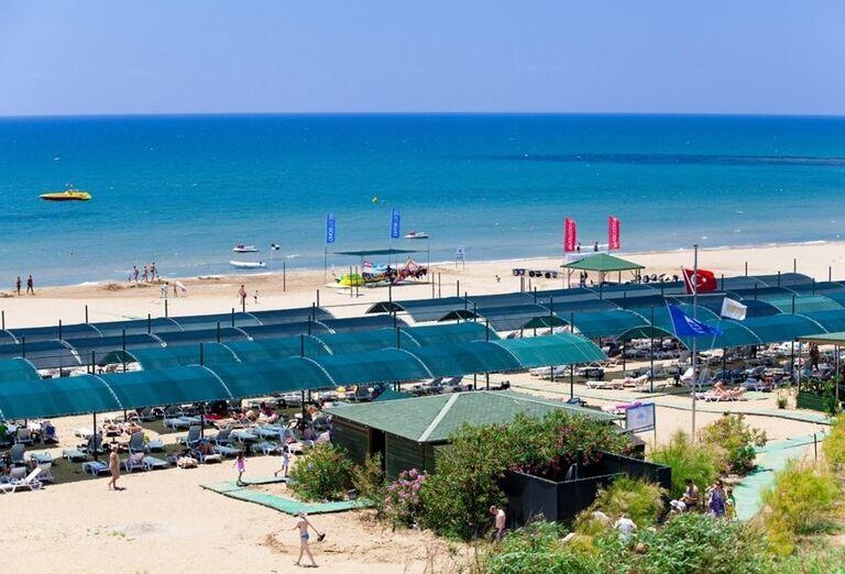 Pláž pred hotelom Side Star Resort