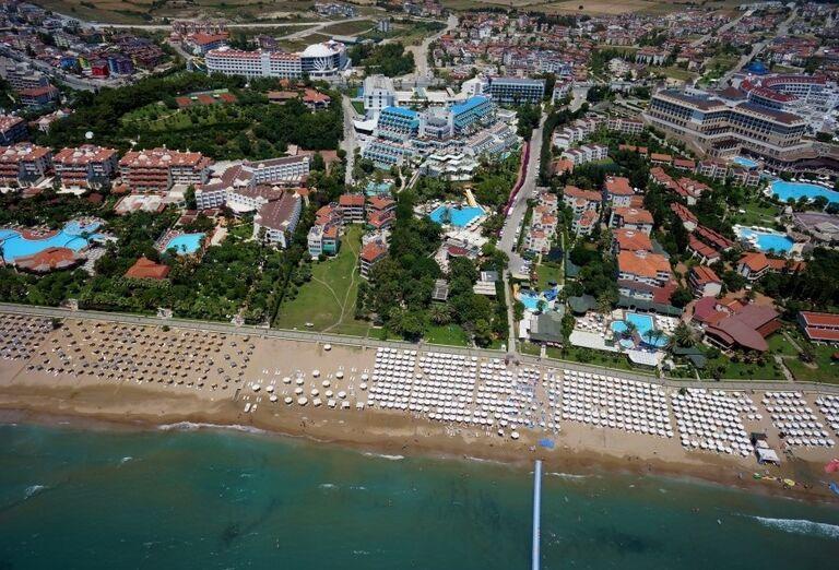 Pláž pred hotelom Side Star Elegance