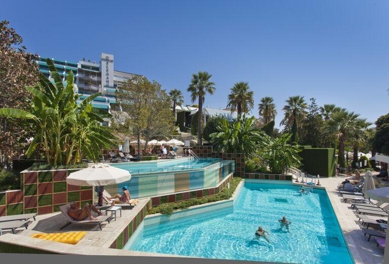 Pohľad od bazéna na hotel Side Star Elegance