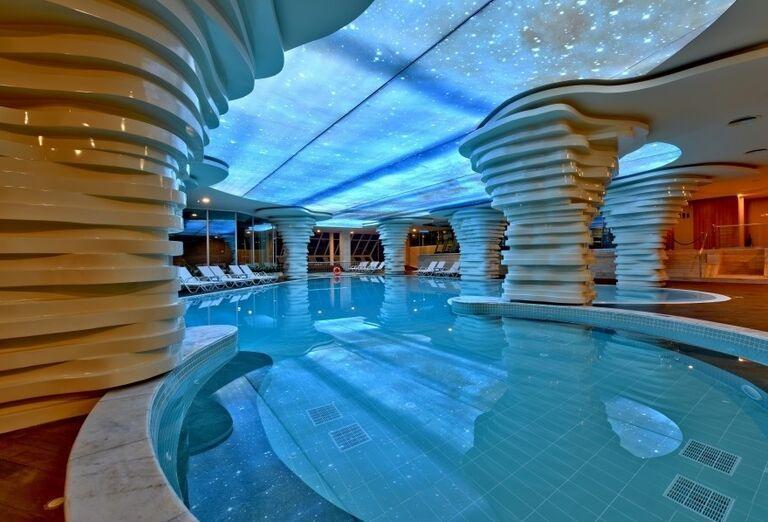Vnútorný bazén v hoteli Side Star Elegance