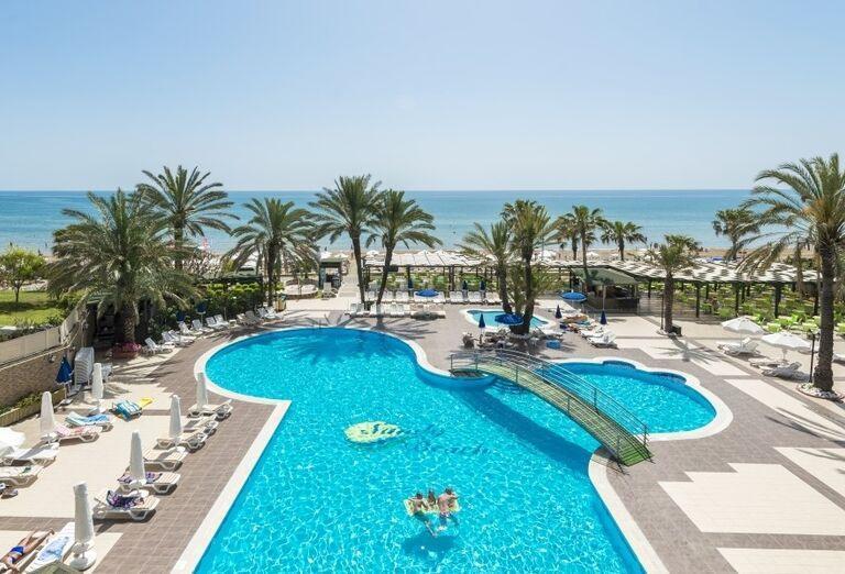 Bazén v hoteli Sandy Beach