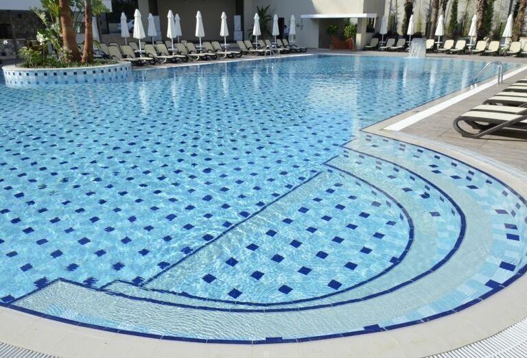 Bazén v hoteli Port Side Resort
