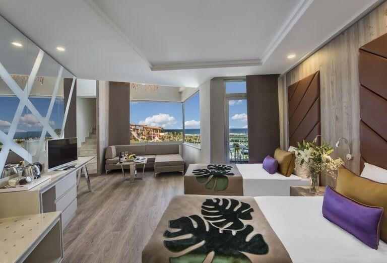 Izba s výhľadom na vodný svet hotela Delphine Be Grand Resort