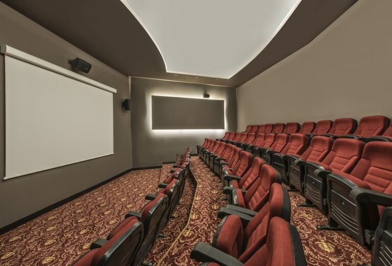 Hotel Delphine Be Grand Resort ponúka využitie kinosály