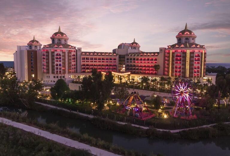 Hotel Delphine Be Grand Resort z diaľky