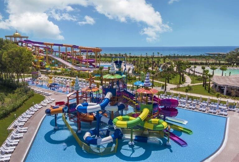 Vodný svet s tobogánmi v hoteli Delphine Be Grand Resort