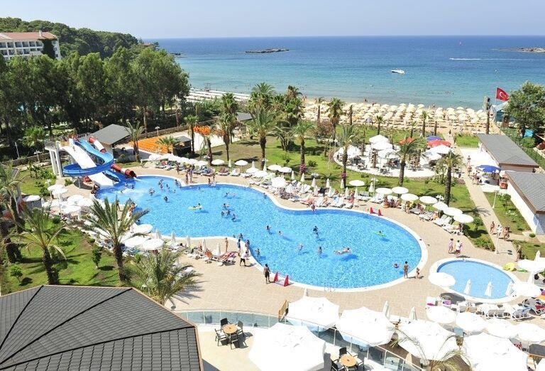 Bazén so šmykľavkami v hoteli Annabella Diamond