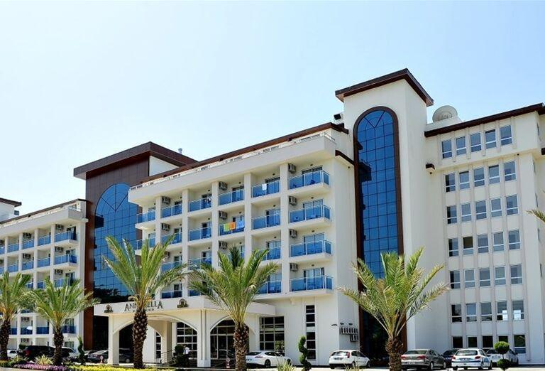 Vstup do hotela Annabella Diamond
