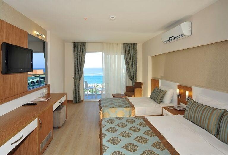 Izba s výhľadom na more v hoteli Annabella Diamond