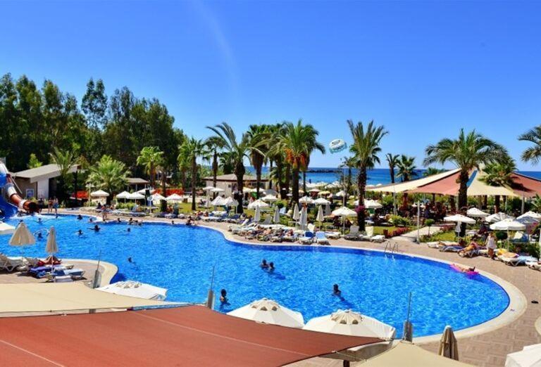 Bazén v areáli hotela Annabella Diamond