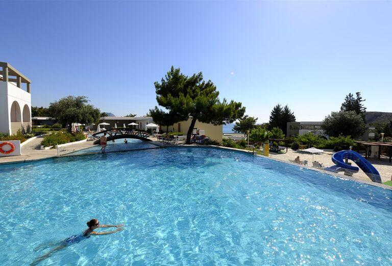 Pohľad na bazén hotela Porto Angeli