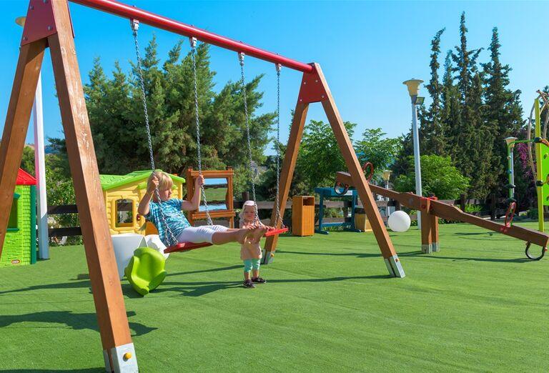 Vonkajšie ihrisko pre deti v hoteli Porto Angeli