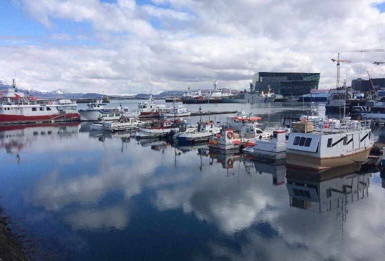 Prístav v meste