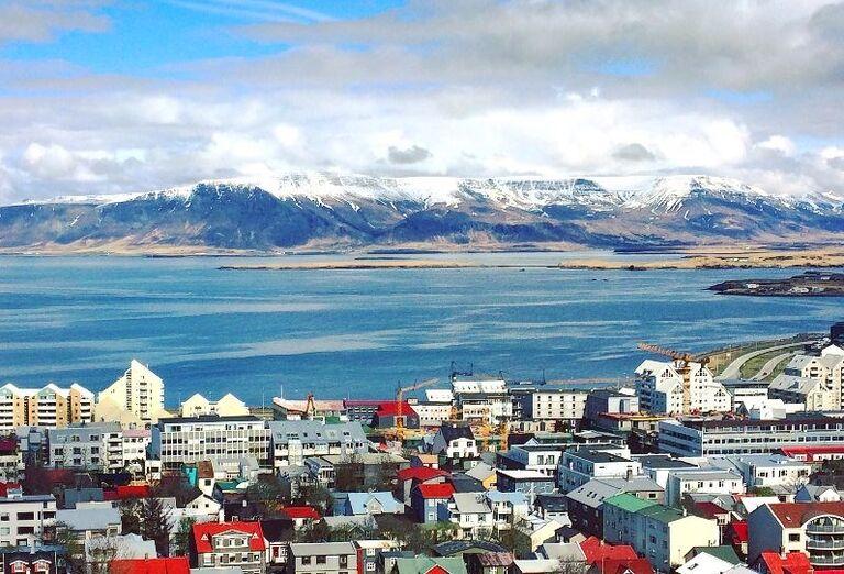 Domy a okolie na Islande