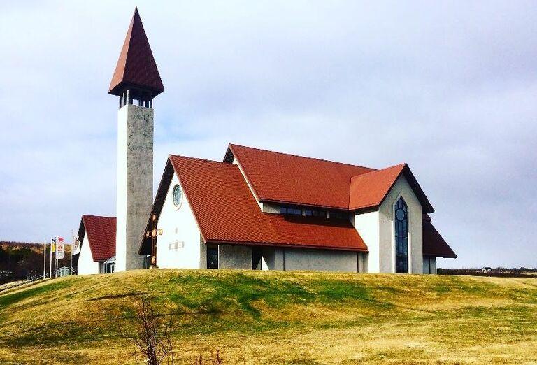 Kostol, Island