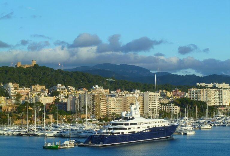 Výletná Loď MSC Divina - Malorka, Sardínia, Sicília - loď v prístave