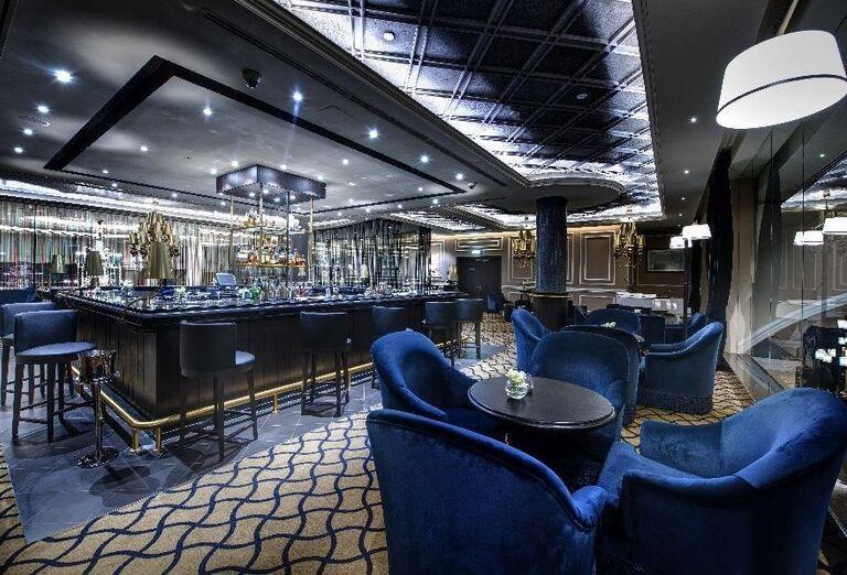 Lobby bar v hoteli Dukes Dubai