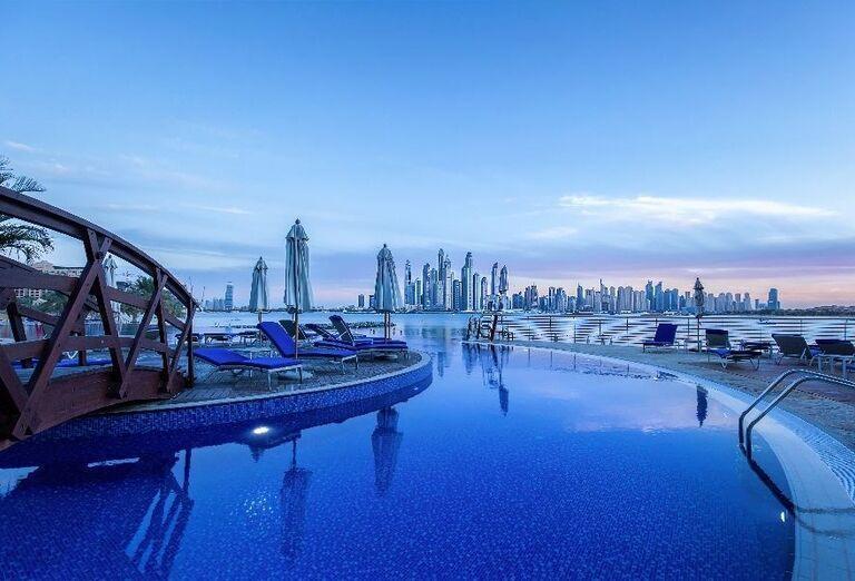 Pohľad na bazén v hoteli Dukes Dubai