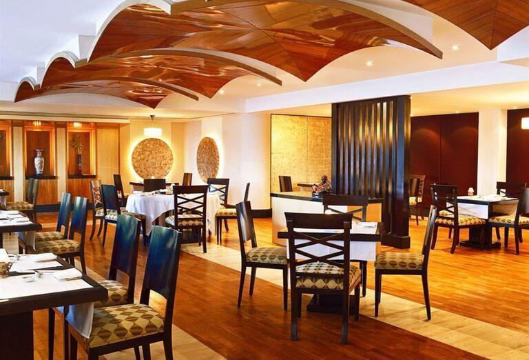 Posedenie v hoteli Sheraton Jumeirah Beach Resort