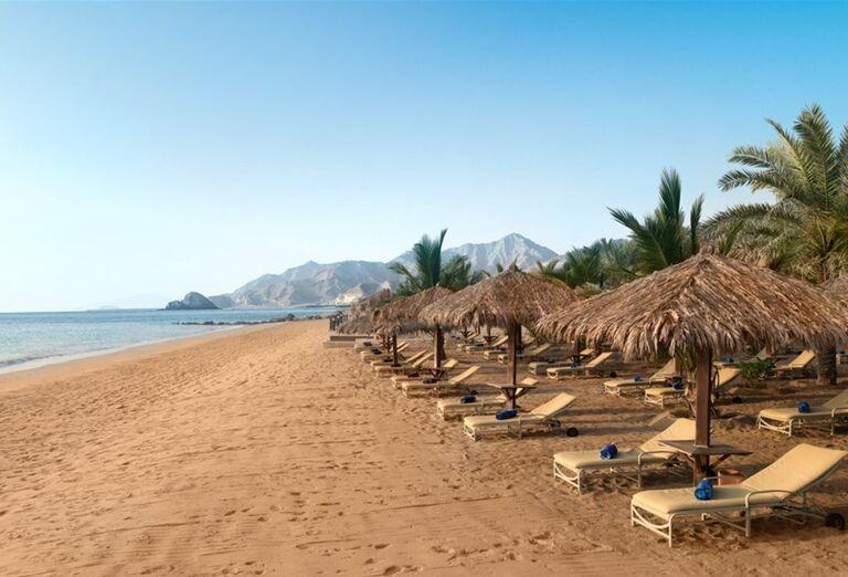 Pláž pri hoteli Le Meridien Al Aqah Beach