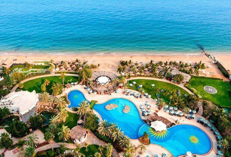 Areál hotela Le Meridien Al Aqah Beach