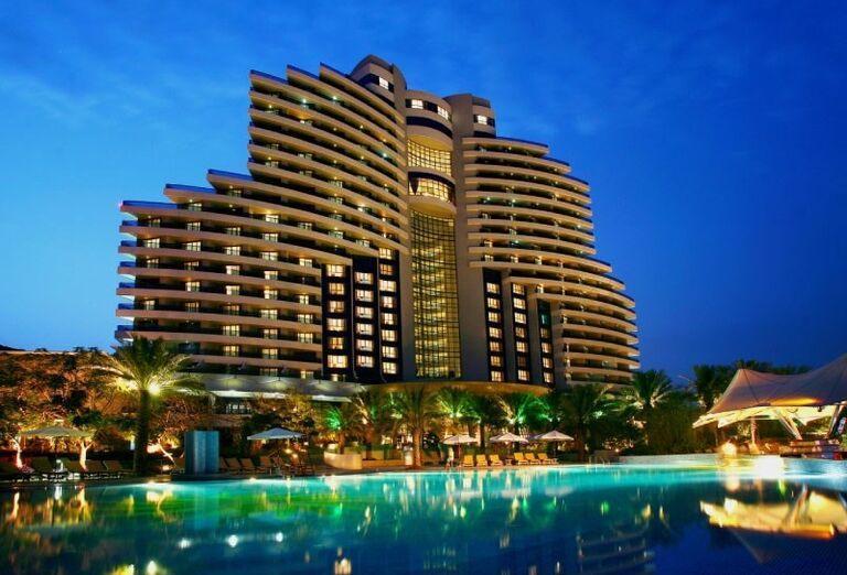 Pohľad na hotel Le Meridien Al Aqah Beach