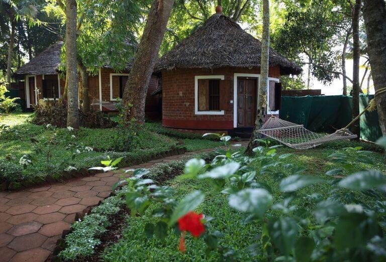 Hotel Somatheeram Research Institute & Ayurveda Hospital - chatky v prírode