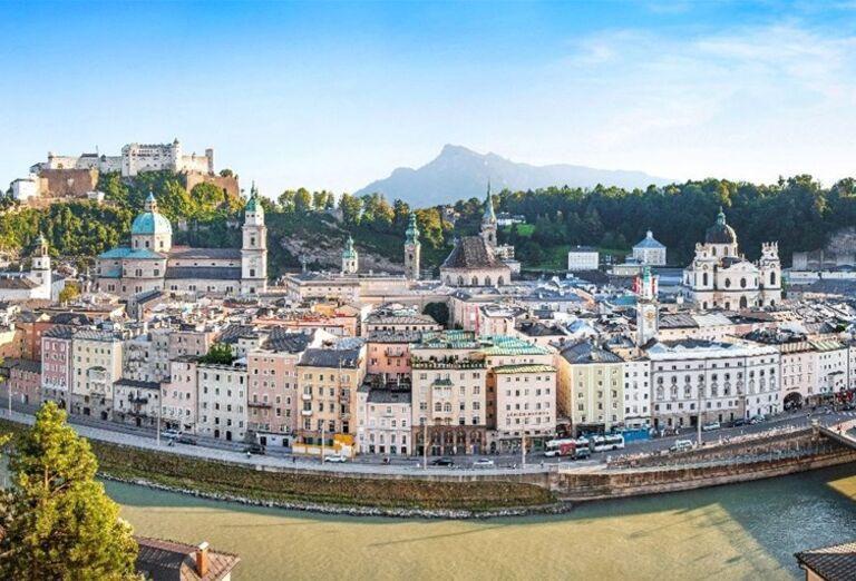 Pohľad na rieku Salzach a mesto Salzburg
