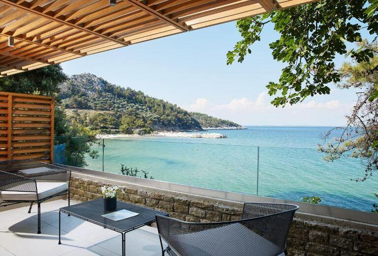 Výhľad na more v hoteli Makryammos Bungalows