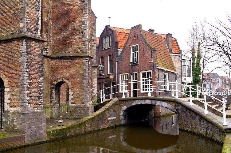 Most cez rieku-Benelux