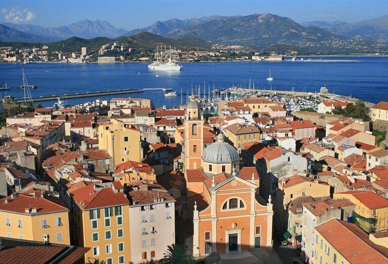 Pohľad na mesto Calvi